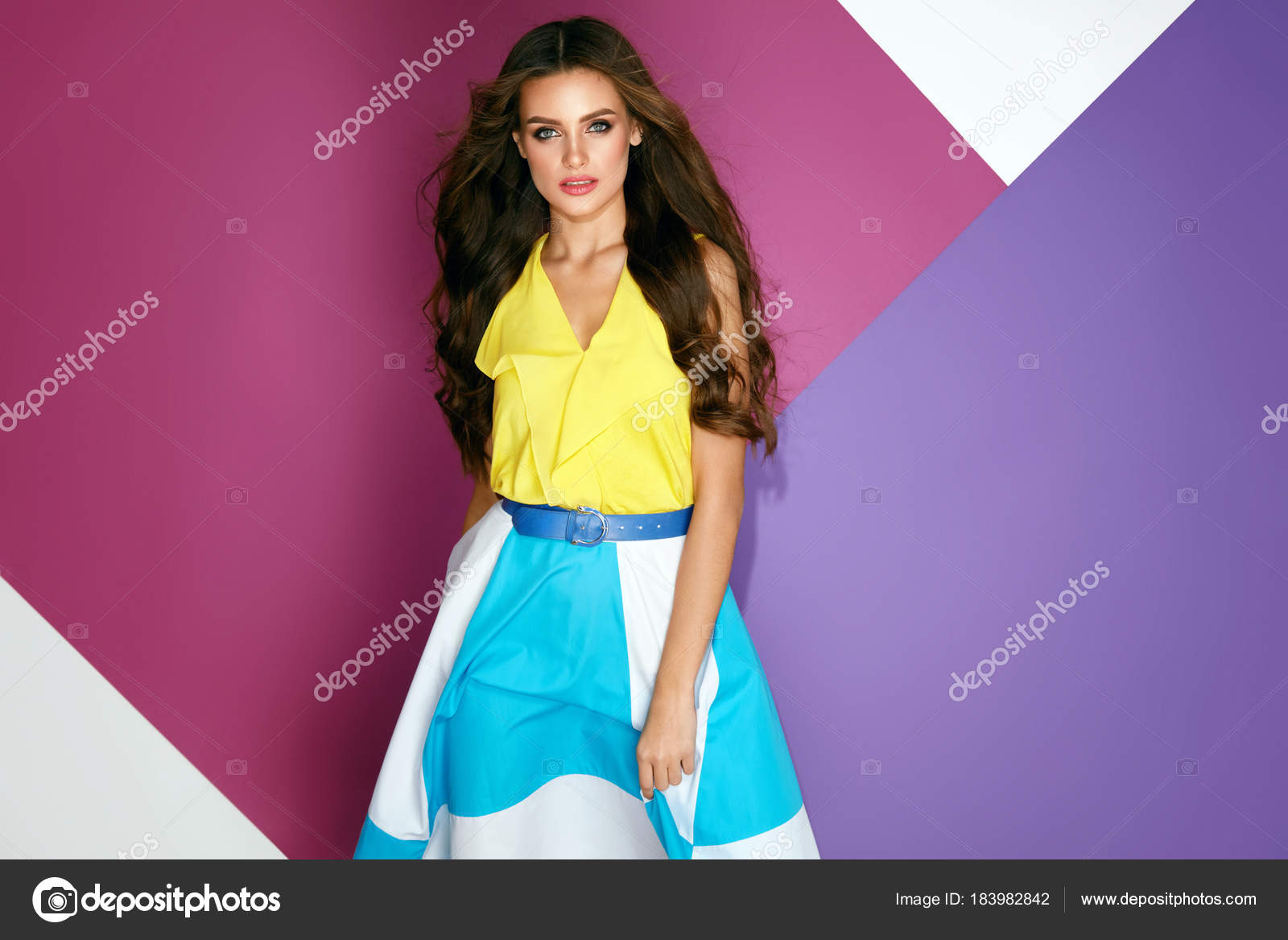 482944d47107f Moda giysiler. Şık yazlık elbise kız güzel — Stok Foto © puhhha ...