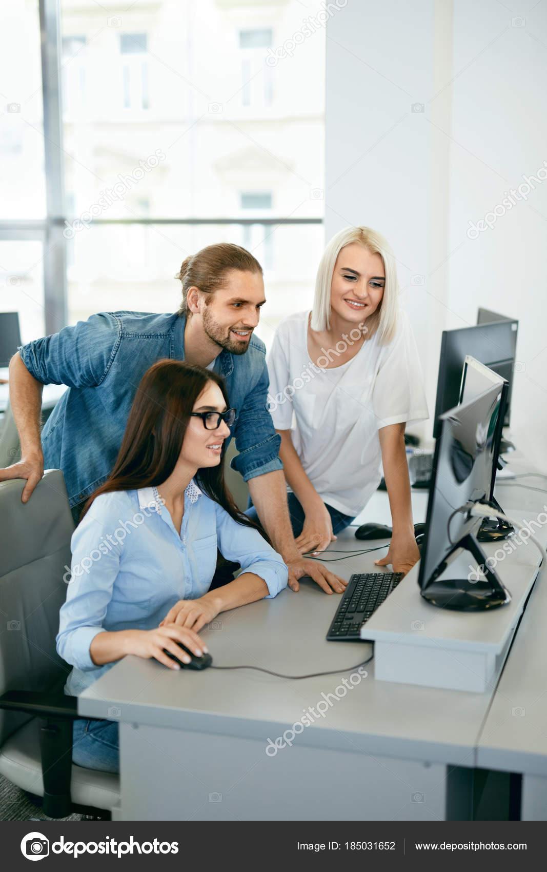Oficina personas que trabajan en el lugar de trabajo for Oficinas enterprise