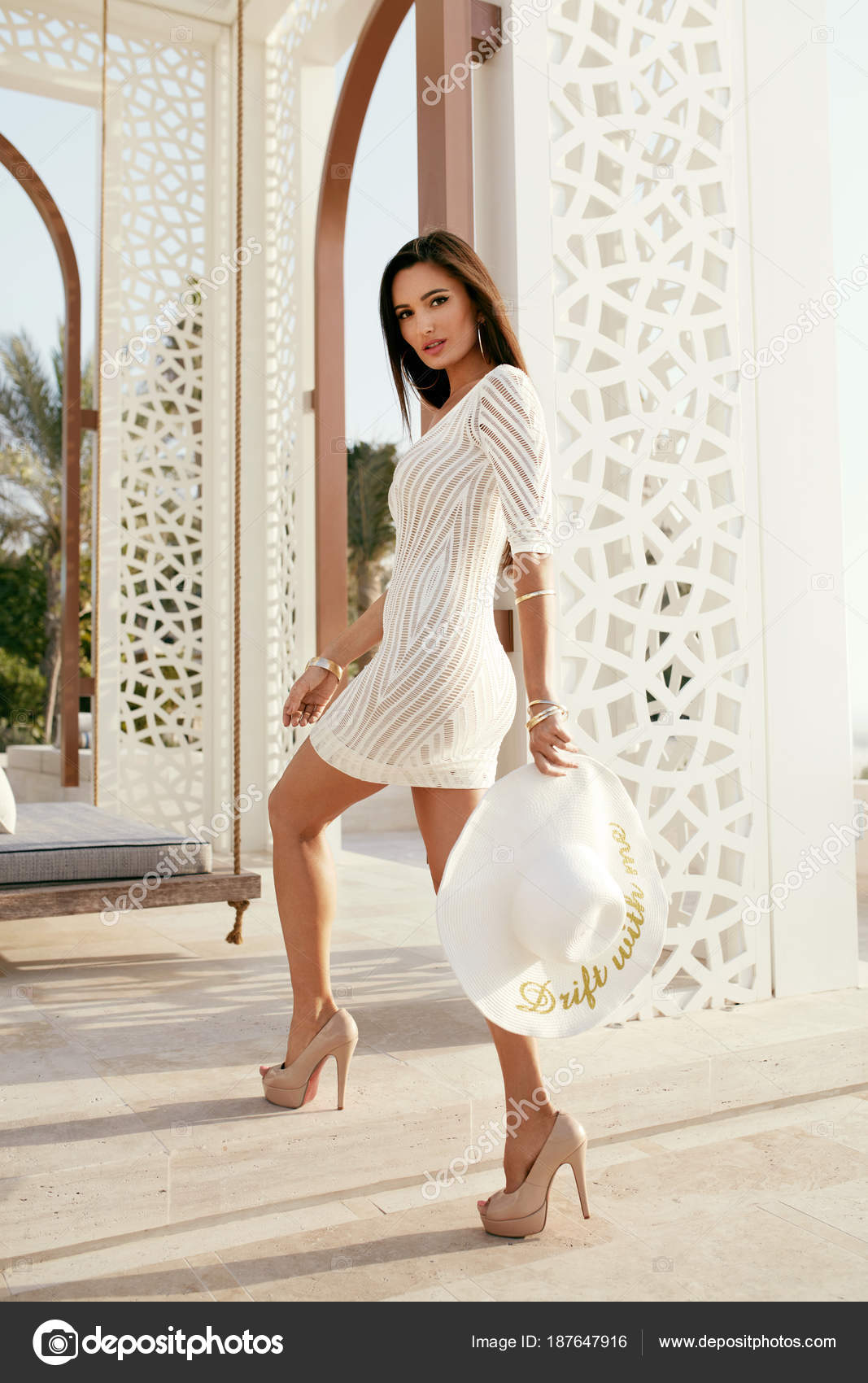 Moda en vestidos blancos