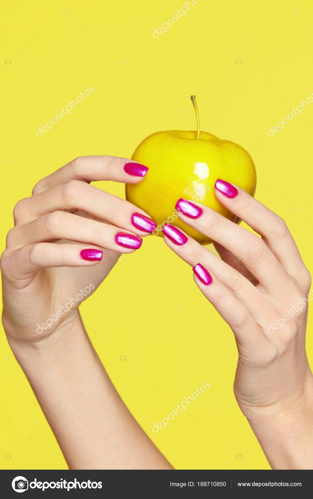 Nails Design Vrouwelijke Handen Met Kleurrijke Nagels Houden Van