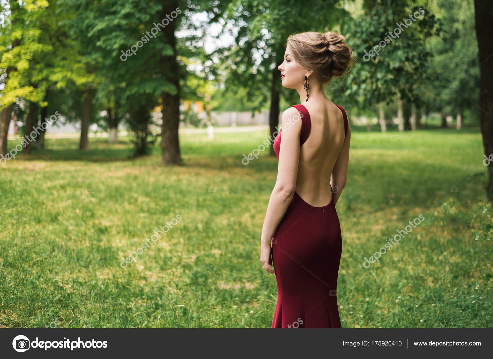 Mädchen Steht Frau Einem Festlichen Abendkleid Lange