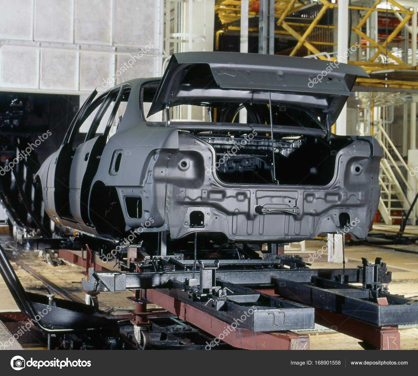 Pintura de coches de fábrica — Foto de stock © lucianoippolito ...