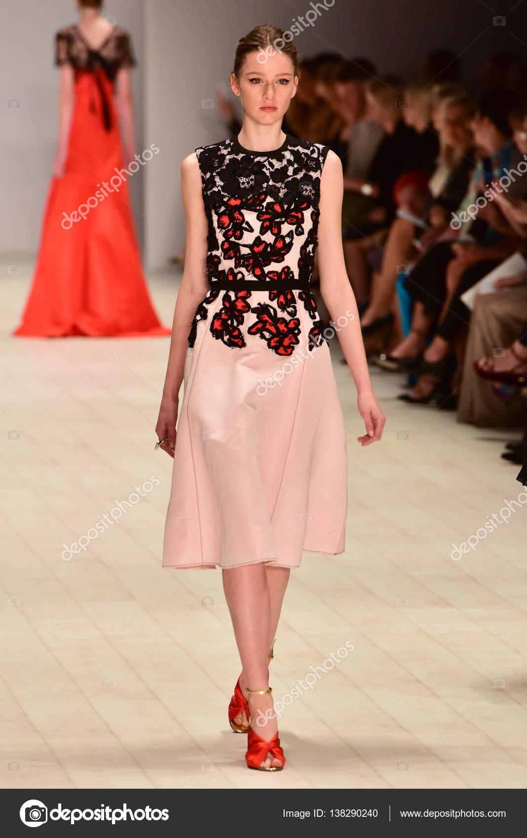 45da73369e3ee6 Oscar de la Renta fashion show – Stock Editorial Photo © mariematata ...