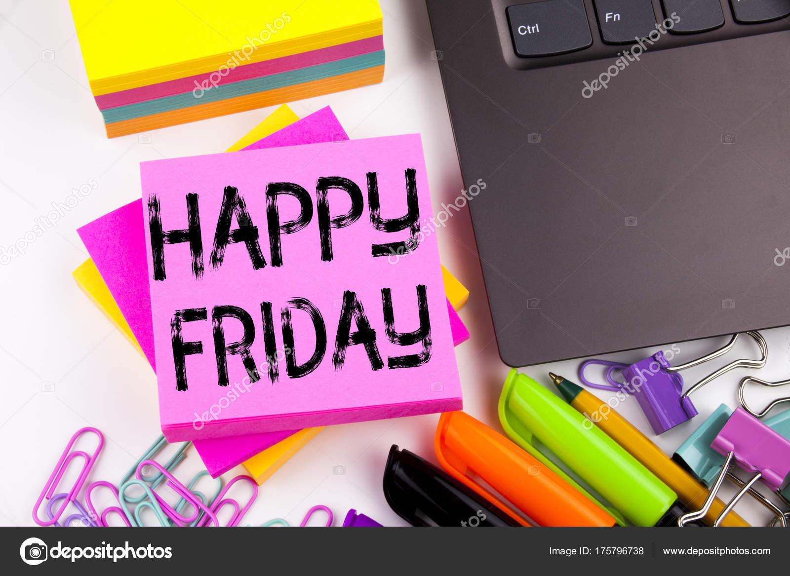 Écriture de texte montrant heureux vendredi dans le bureau avec