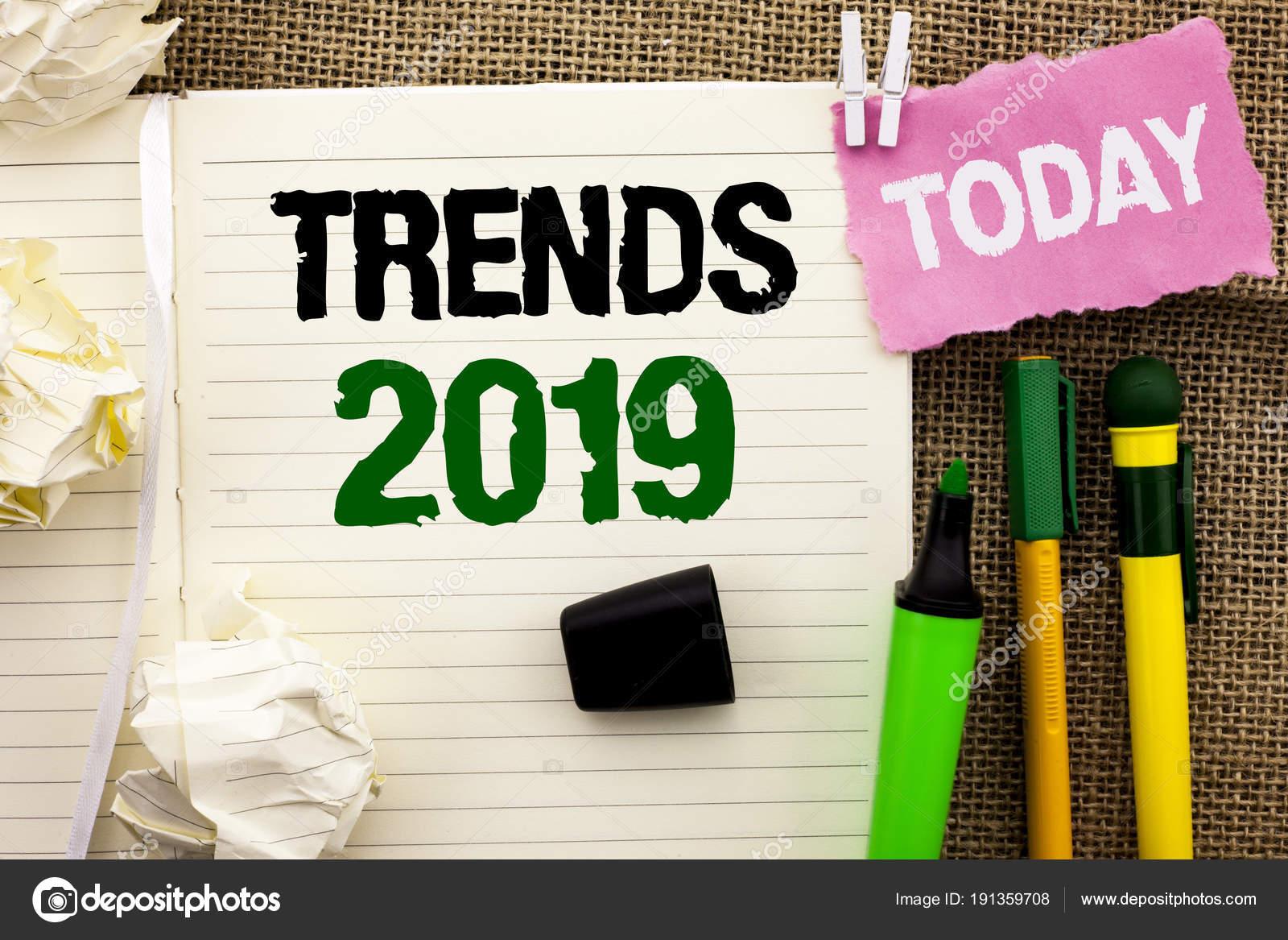 Schriftlichen Hinweis Zeigt Trends 2019 Business Foto Prasentiert