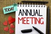 Megjegyzés a következő éves ülésén az írás. Üzleti fénykép bemutató éves cég közgyűlés üzleti konferencia jelentés esemény írt Notebook könyv a juta háttérben ma szívét és tollak