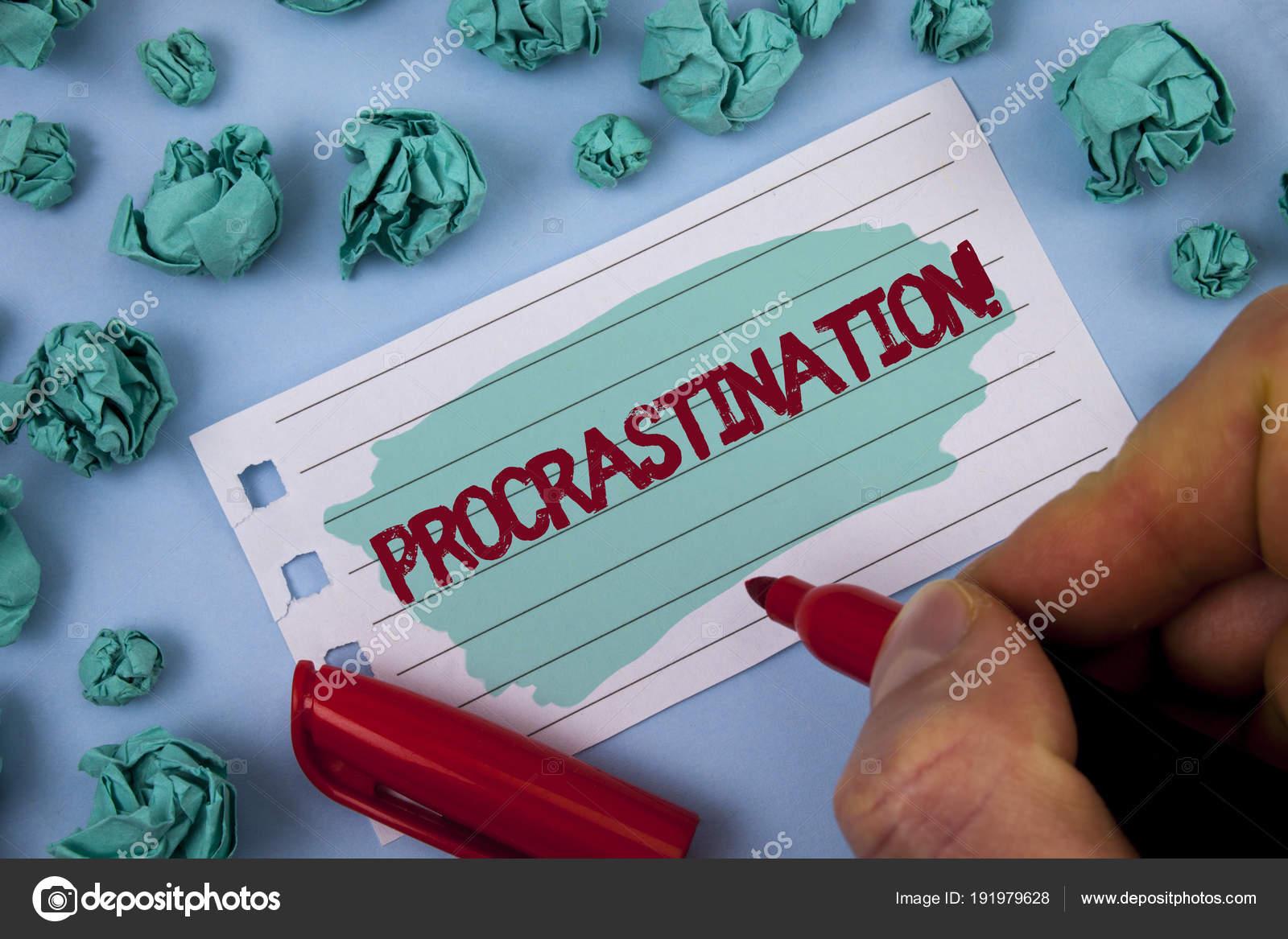 Sinal De Texto Mostrando A Procrastinação Chamar