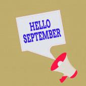 Fogalmi kézírás bemutató Hello September. Üzleti fotó bemutató Alig várja, hogy meleg fogadtatásban részesüljön a szeptember hónapban Megafon és üres tér Beszédbuborék Nyilvános Közlemény.