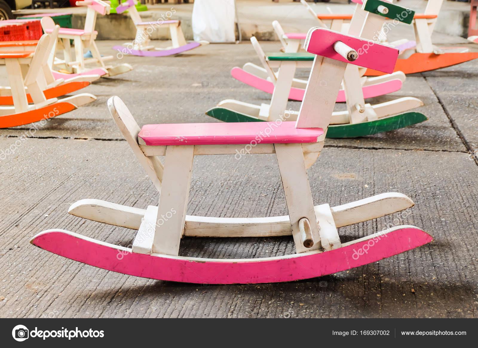 Sedie A Dondolo In Legno Per Bambini : Sedia in legno colorato cavallo a dondolo vintage per i bambini