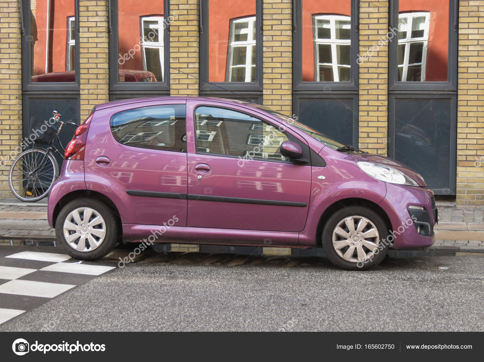 COPENHAGEN, DENMARK - CIRCA AUGUST 2017: glossy violet Peugeot 107 car —  Photo by route66