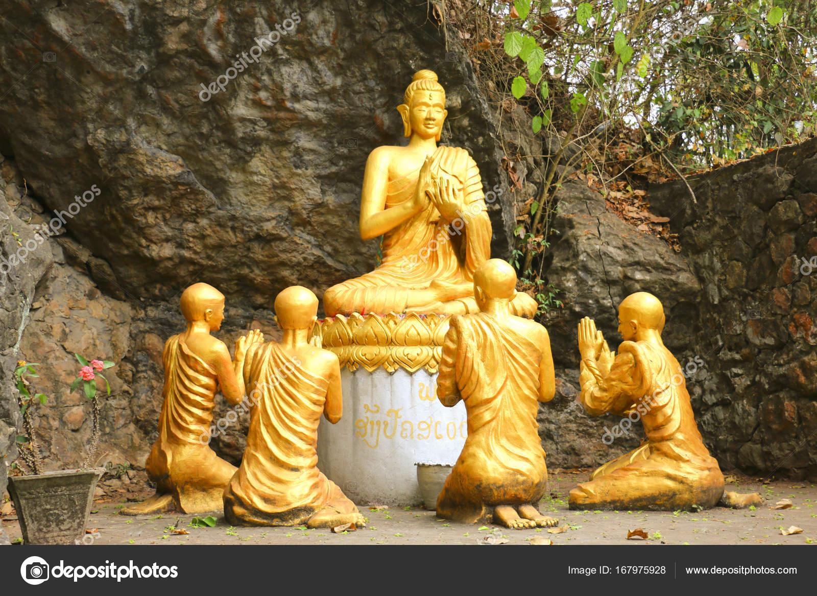 仏僧、プーの丘、Lua に囲まれて...