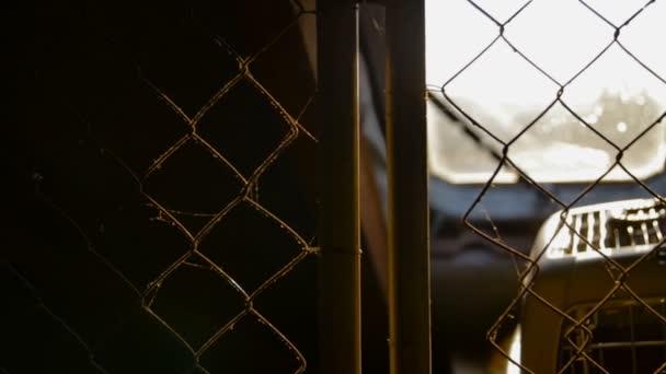 staré podkroví domu za mříže