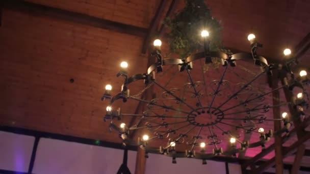 Gotische Kronleuchter In Der Alten Mittelalterlichen Burg U2014 Stockvideo