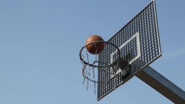 Colpo non riuscire in un cestino in una partita di basket