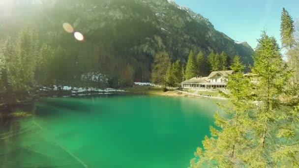 a légi felvétel a lake resort tó türkizkék víz jellegű háttér átrepülnek