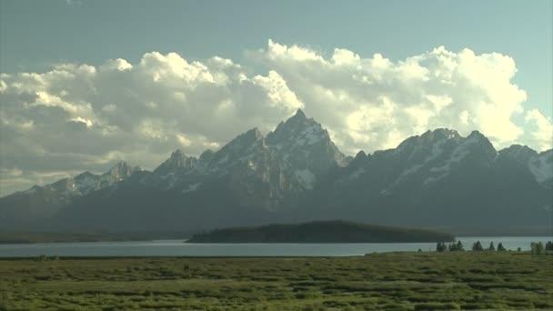 krásné malebné údolí pohoří