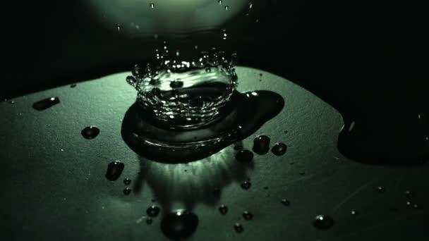 acqua goccia verde scuro