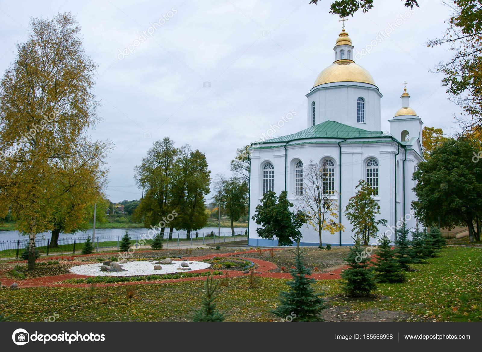 Pareti Bianche E Oro : Chiesa dell epifania polotsk bielorussia pareti bianchi oro cupole