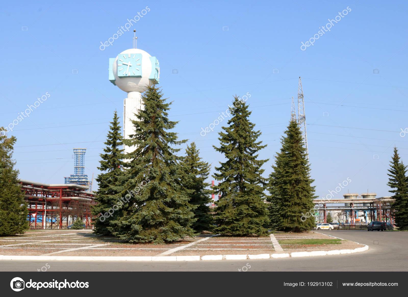 Albero Di Natale Petrolio.Orologio Grande Alto Pietra Cemento Con Frecce Con Quadrante Blu