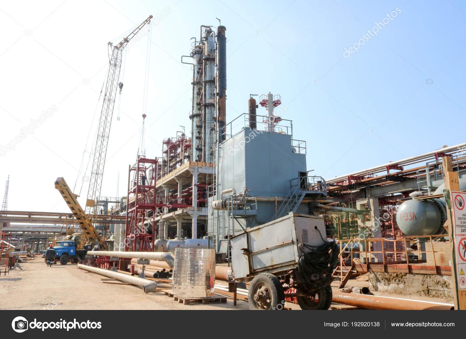Baustelle Für Den Bau Einer Ölraffinerie Installation Der ...