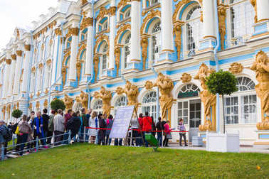 ST. PETERSBURG, RUSSIA - September 25, 2015: A line from tourists wishing to get to the museum Catherine Palace in Tsarskoye Selo