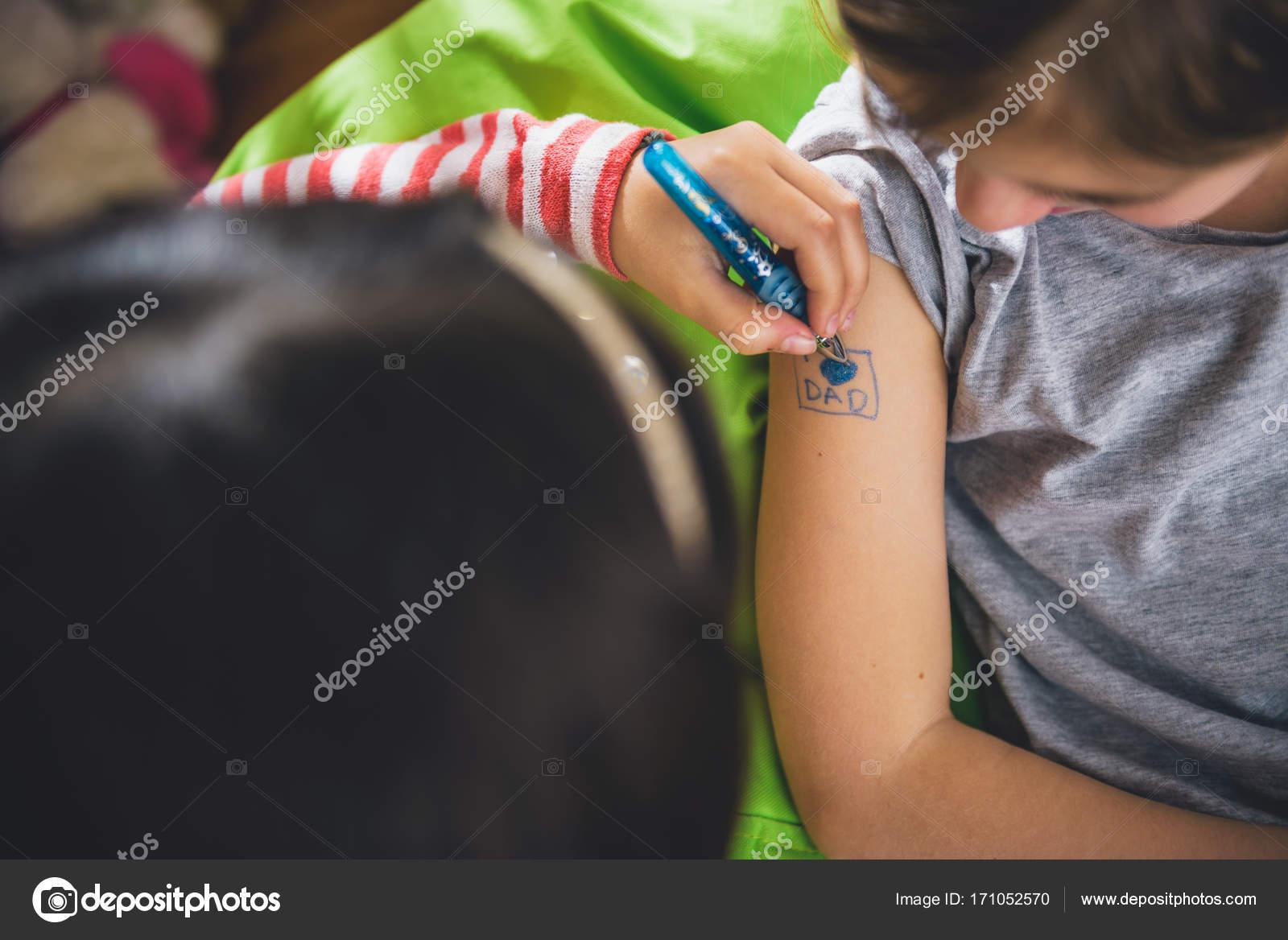 Dívky sání péro videa zdarma