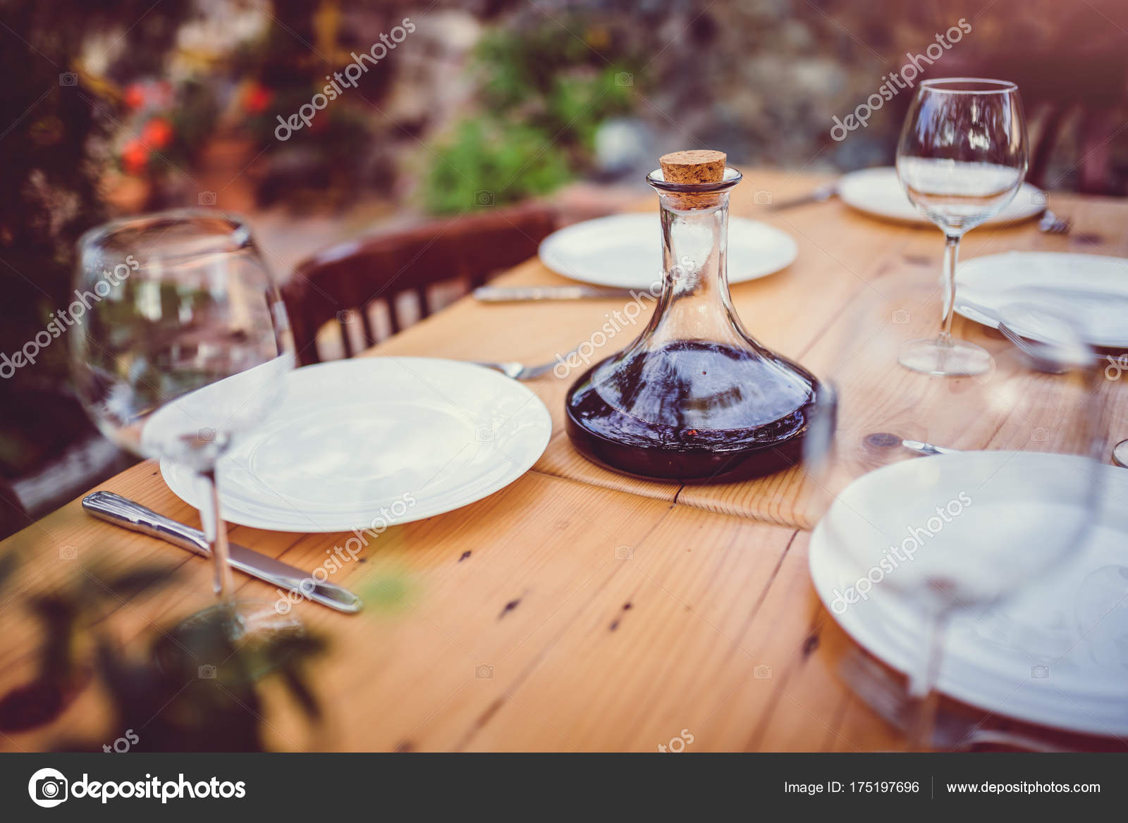 Wine Decanter Glasses Dining Table Backyard Patio U2014 Stock Photo