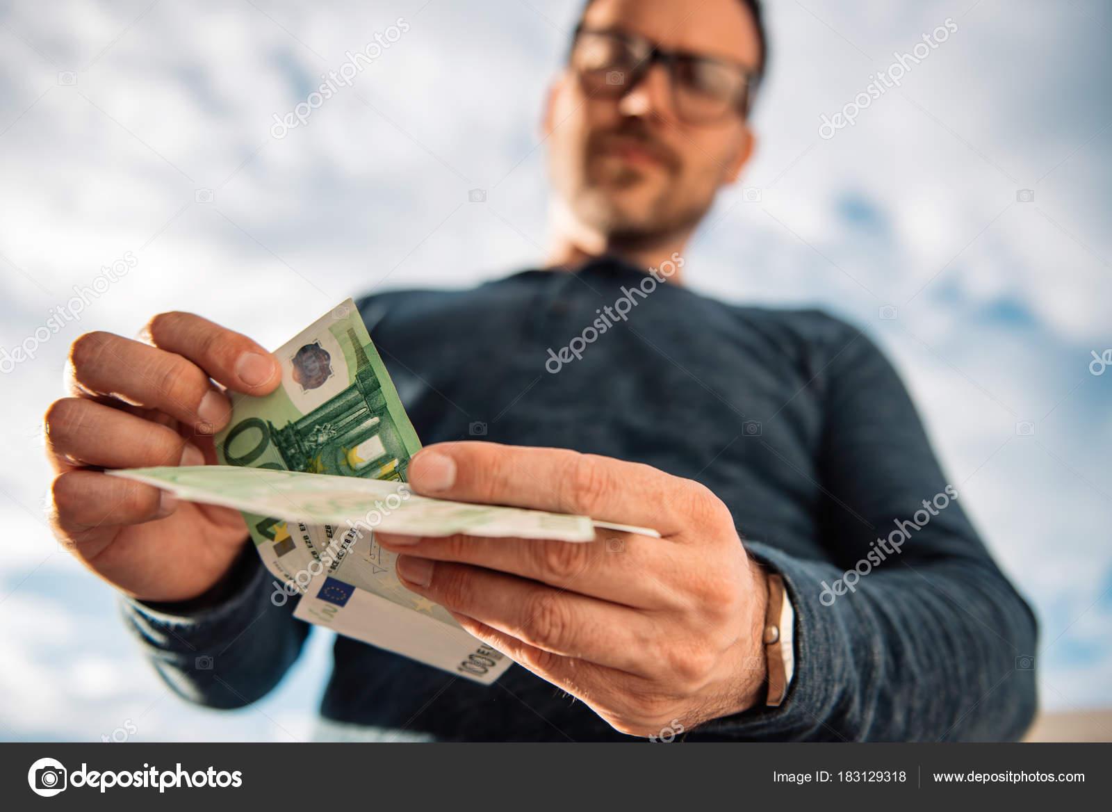 занять контакт деньги
