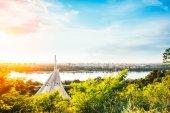Fotografie krásný most pozadí na podzim v západu slunce