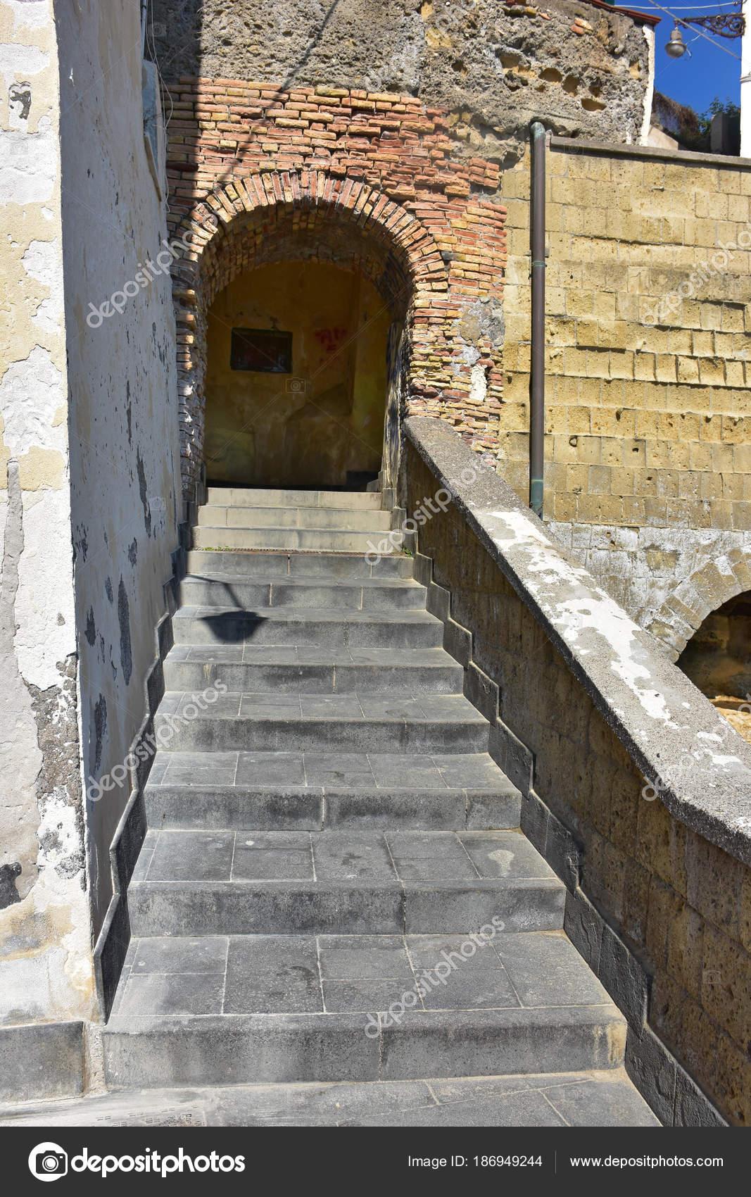 italien neapel kleine treppe zum marechiaro führt zum meer