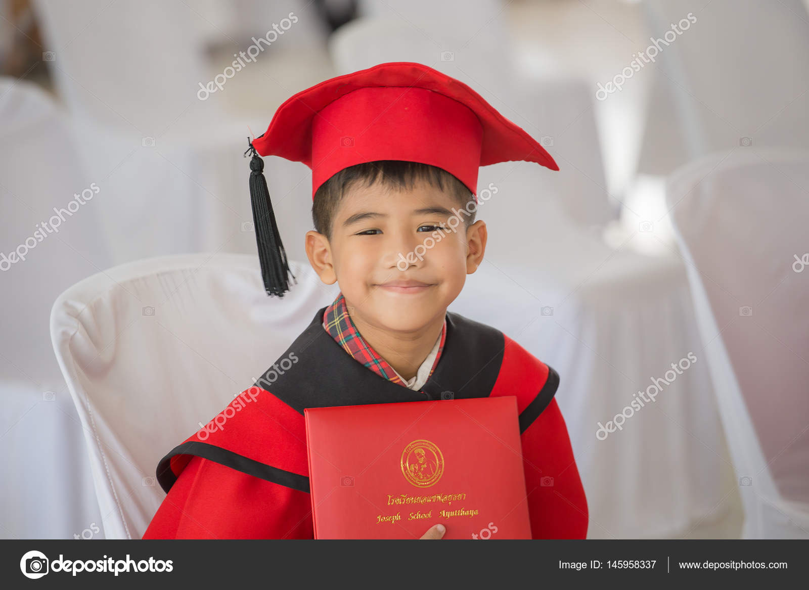 Asian boy Red graduation gown — Stock Photo © photonewman #145958337