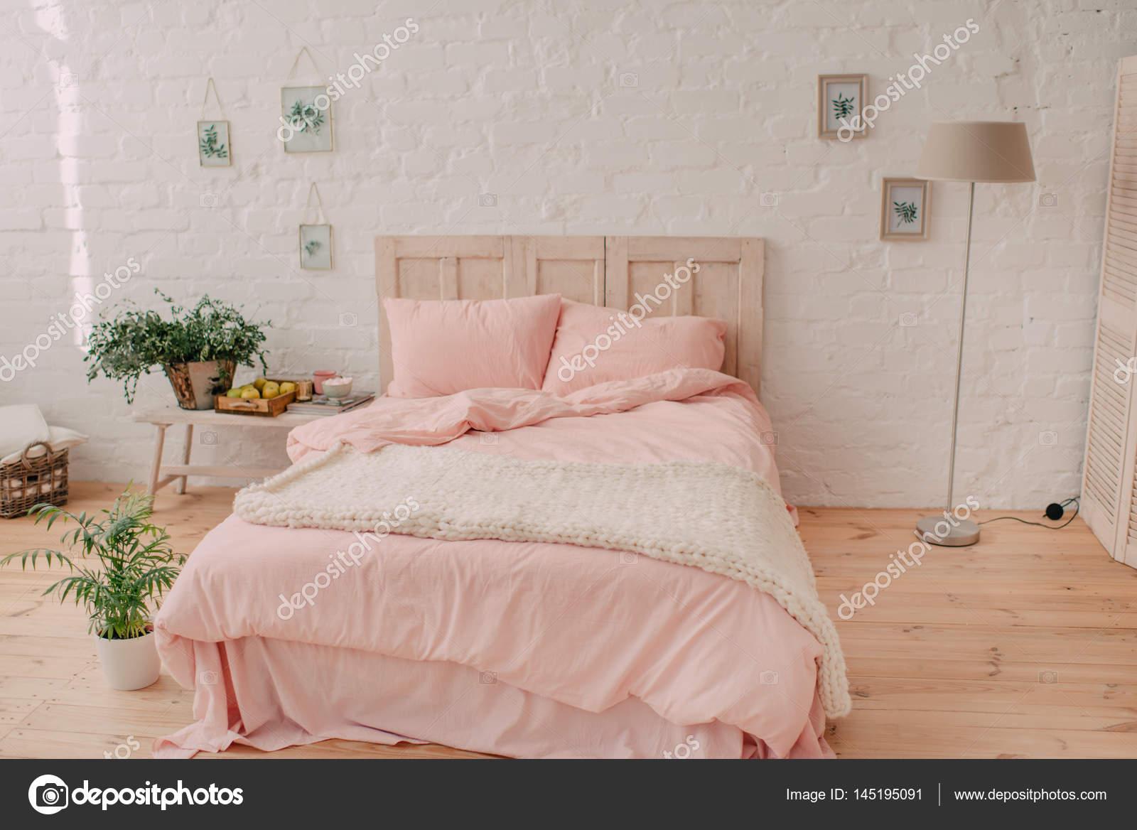 Sypialnia Z Dużym łóżkiem Zdjęcie Stockowe Alekuwka