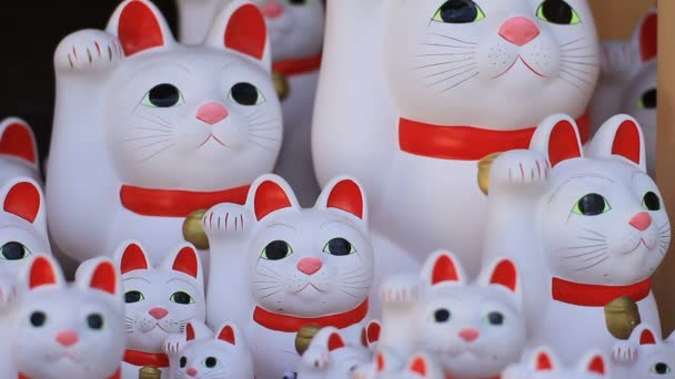 Socha kočky centrum zaměřit několik typrs panenek v Gotokuji chrámu v Tokiu / své tradiční místo v Tokiu. fotoaparát: Canon Eos 7d