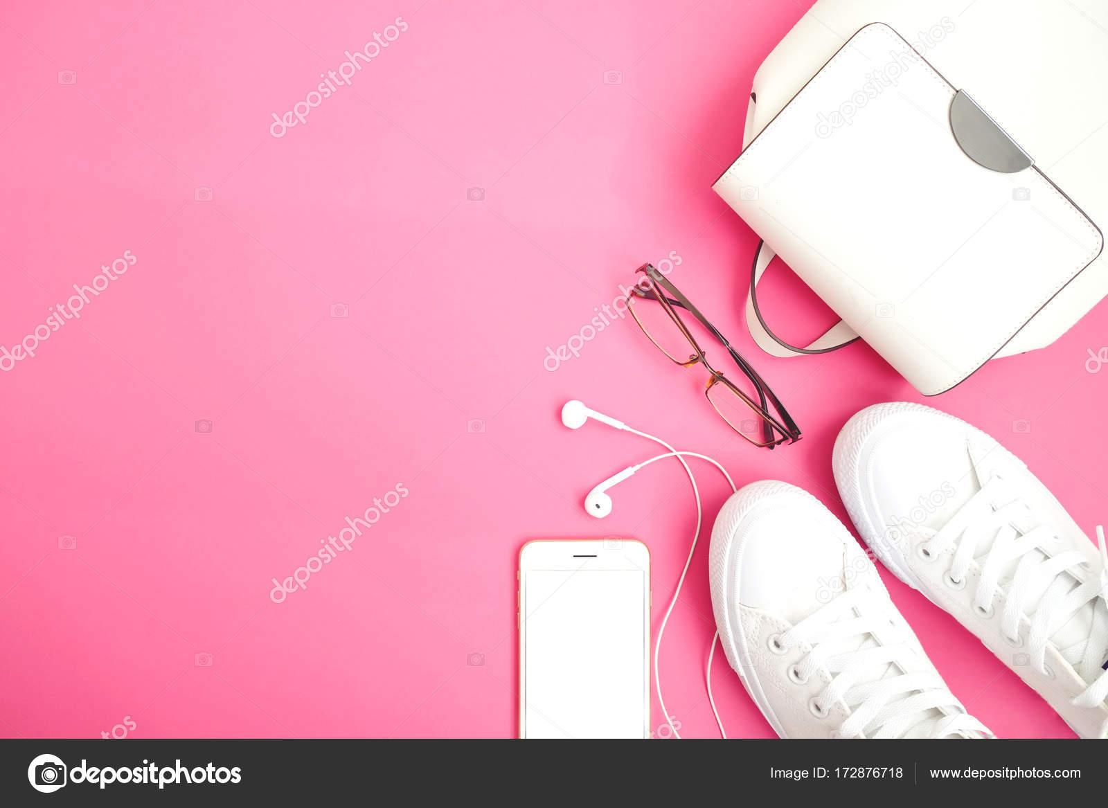 a4cf7a1ef1 Acessórios Femininos Planos Leigos Sapatos Mulher Bolsa Smartphone Relógio  Fundo — Fotografia ...