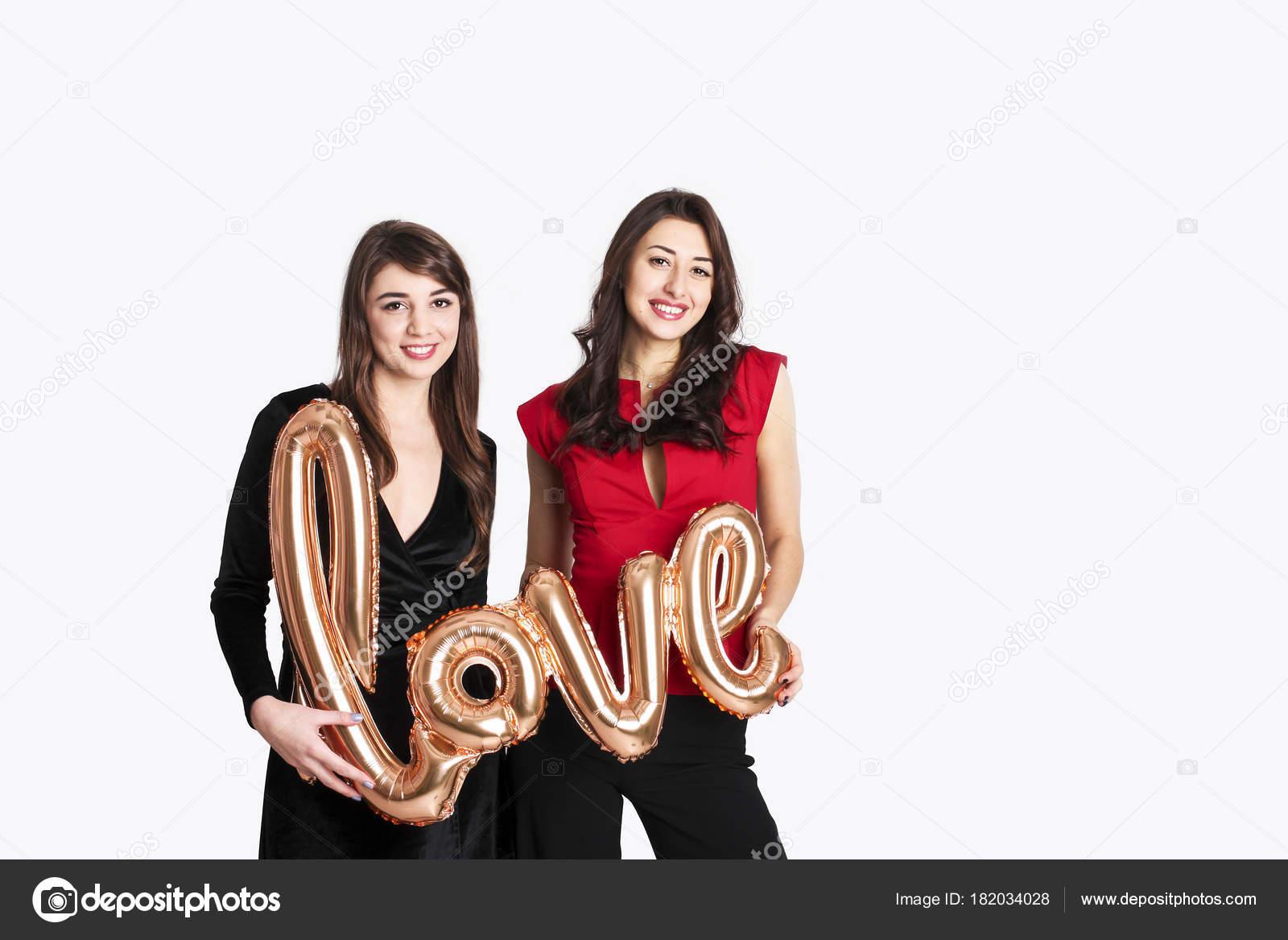 Hetzelfde geslacht liefde concept. twee meisjes van de vrouwen van