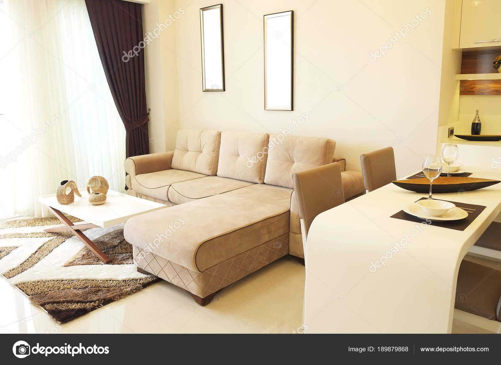 Mooie zon zijde appartement met eenvoudige minimalistisch modern