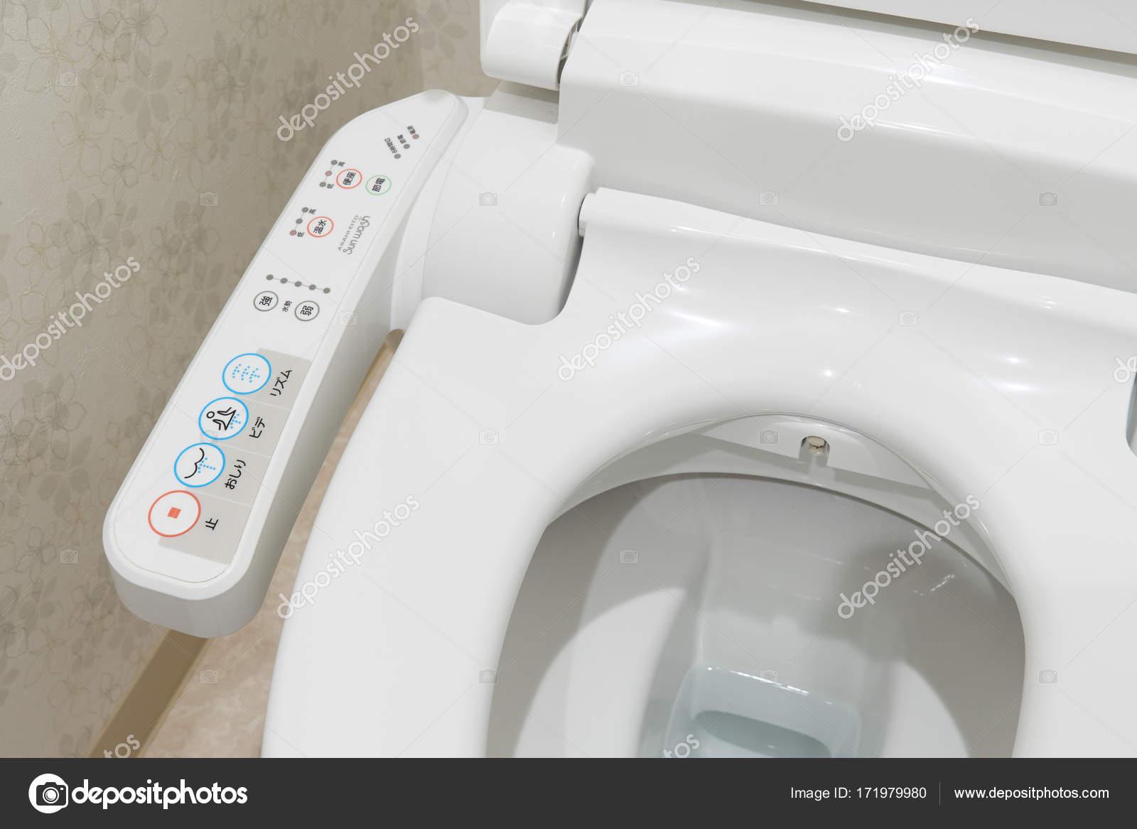 Moderne high-tech toilet met elektronische bidet in Japan ...