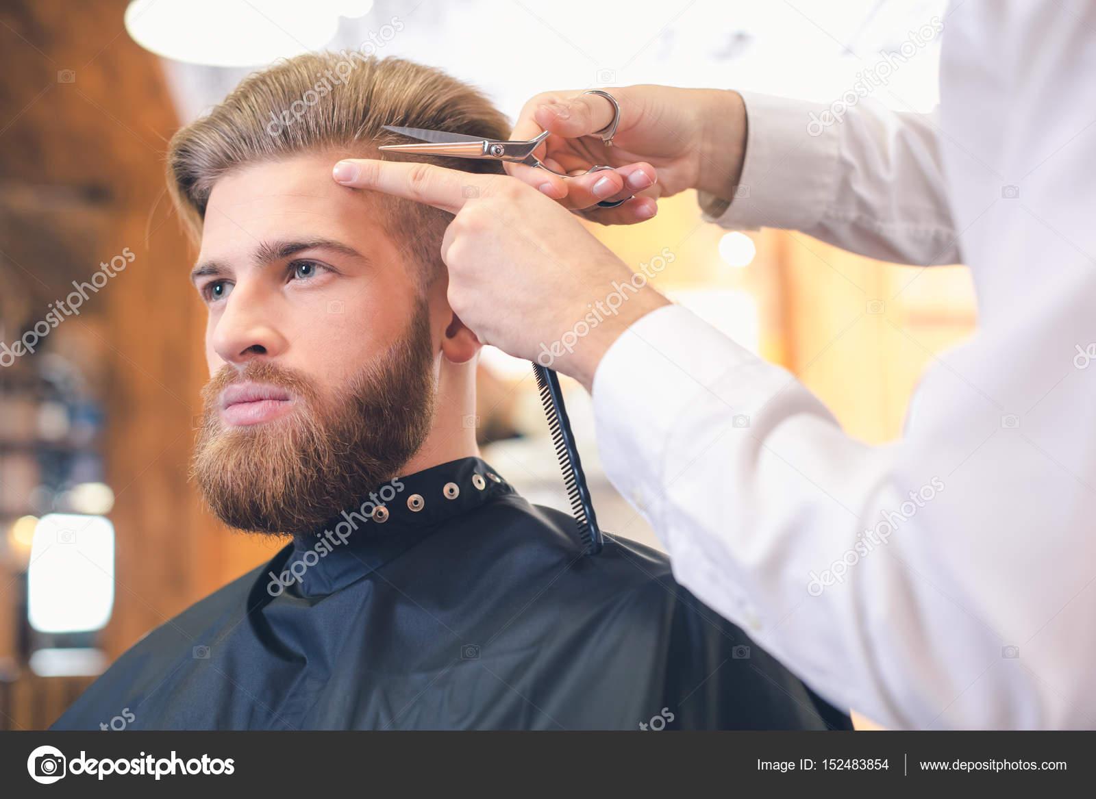 Młody Człowiek W Koncepcja Usługi Opieka Barber Shop Włosów