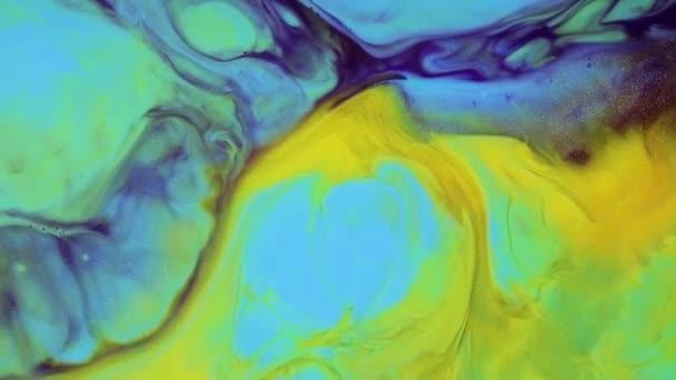 abstrakte Textur, die chaotisch dahinfließt. Fluidkunstmalerei. moderne flüssige Malerei Kunstwerke. Bunte Flüssigfarben mit Acrylaufstrichen fließen. gelbe, grüne und blaue mehrfarbige Oberfläche.