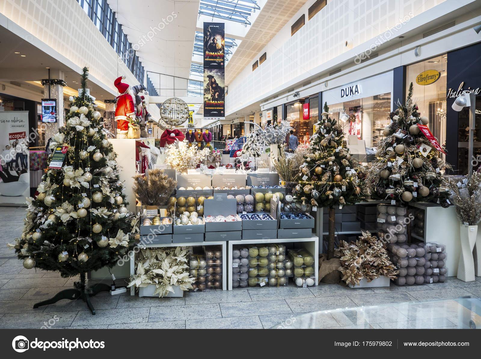 Christbaumkugeln Polen.Weihnachten Handelsposten Mit Weihnachten Bäume Lampen Und