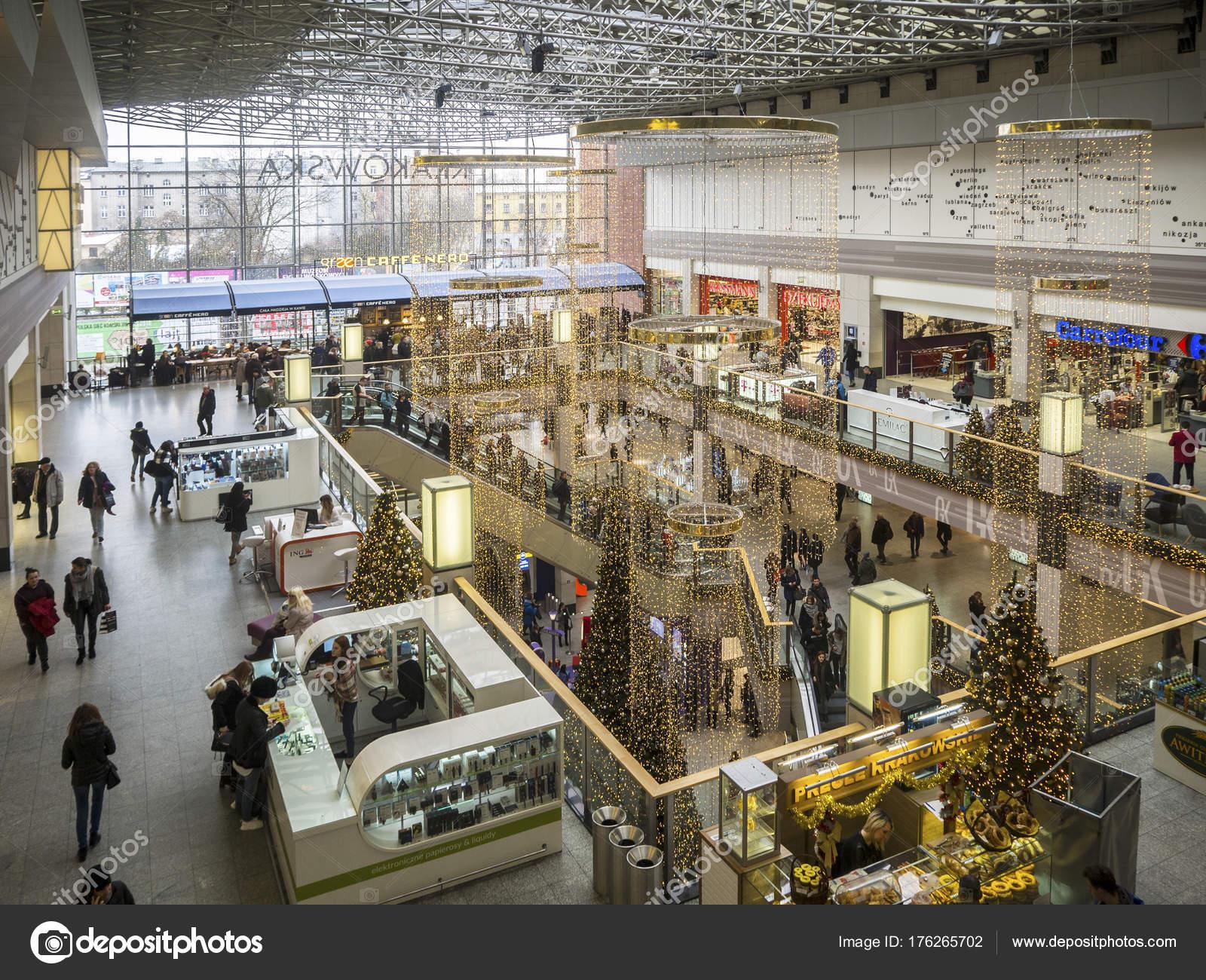 Adornos navide os y compras en un hipermercado en cracovia for Adornos navidenos 2017 trackid sp 006