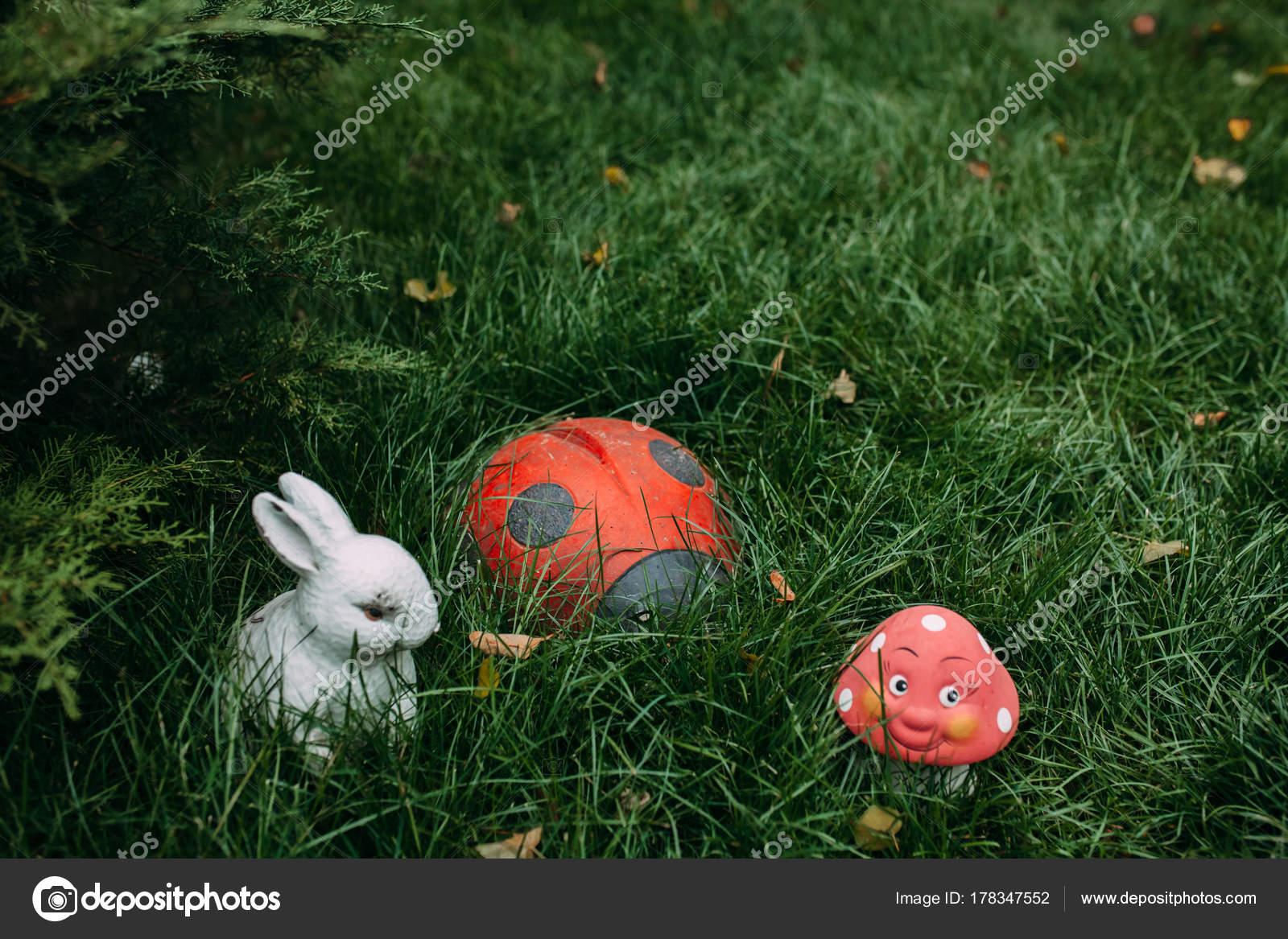 Decorations Garden Scenery Garden — Stock Photo © Marushy99 #178347552