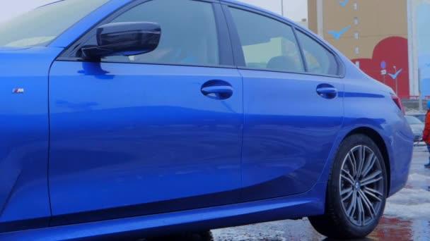 10.03.2019 Nižnij Novgorod Prezentace nového BMW. Modré auto, den