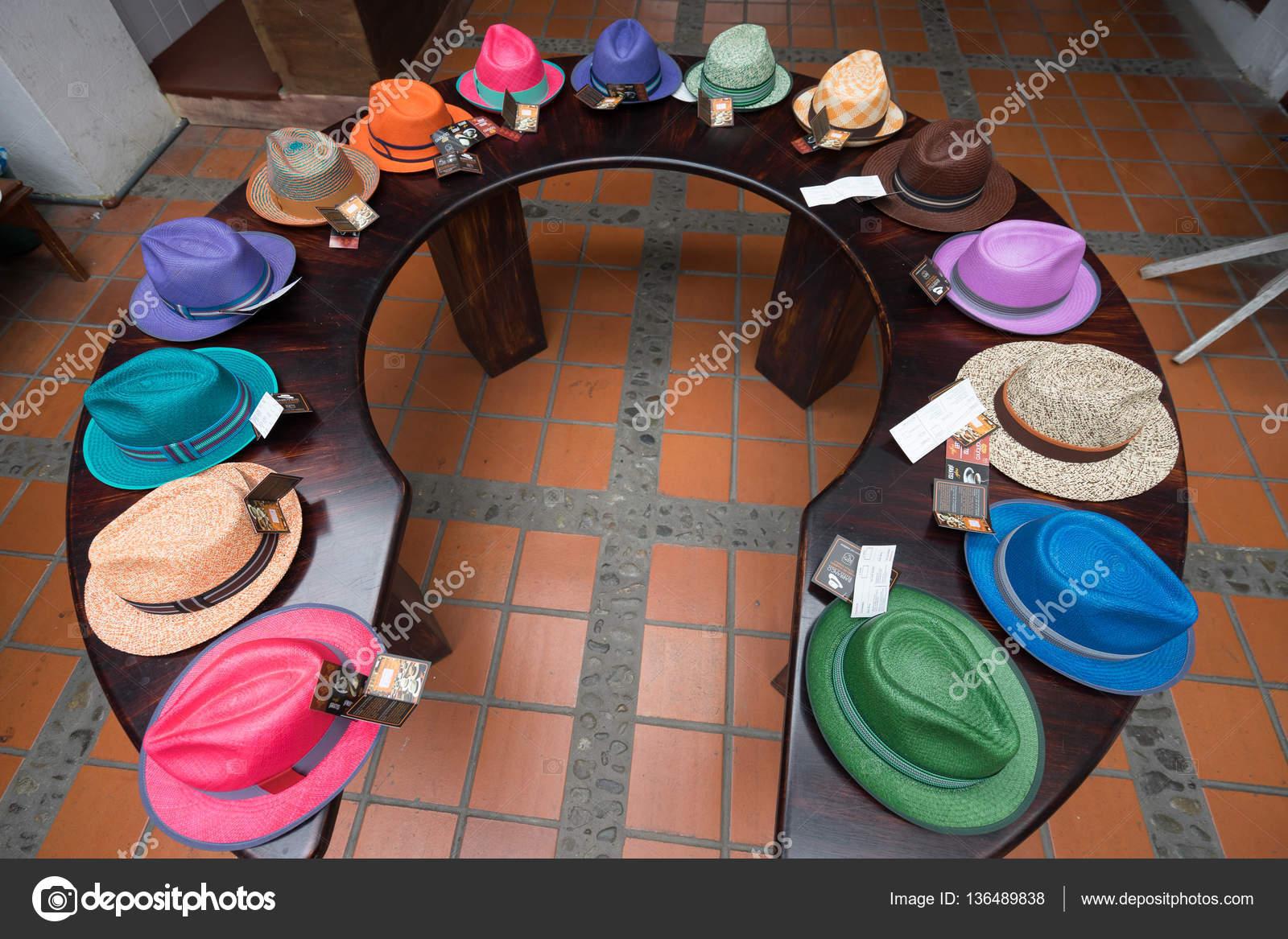sombreros Panamá en pantalla — Foto editorial de stock © Quasarphoto ... 65f090b1cc6