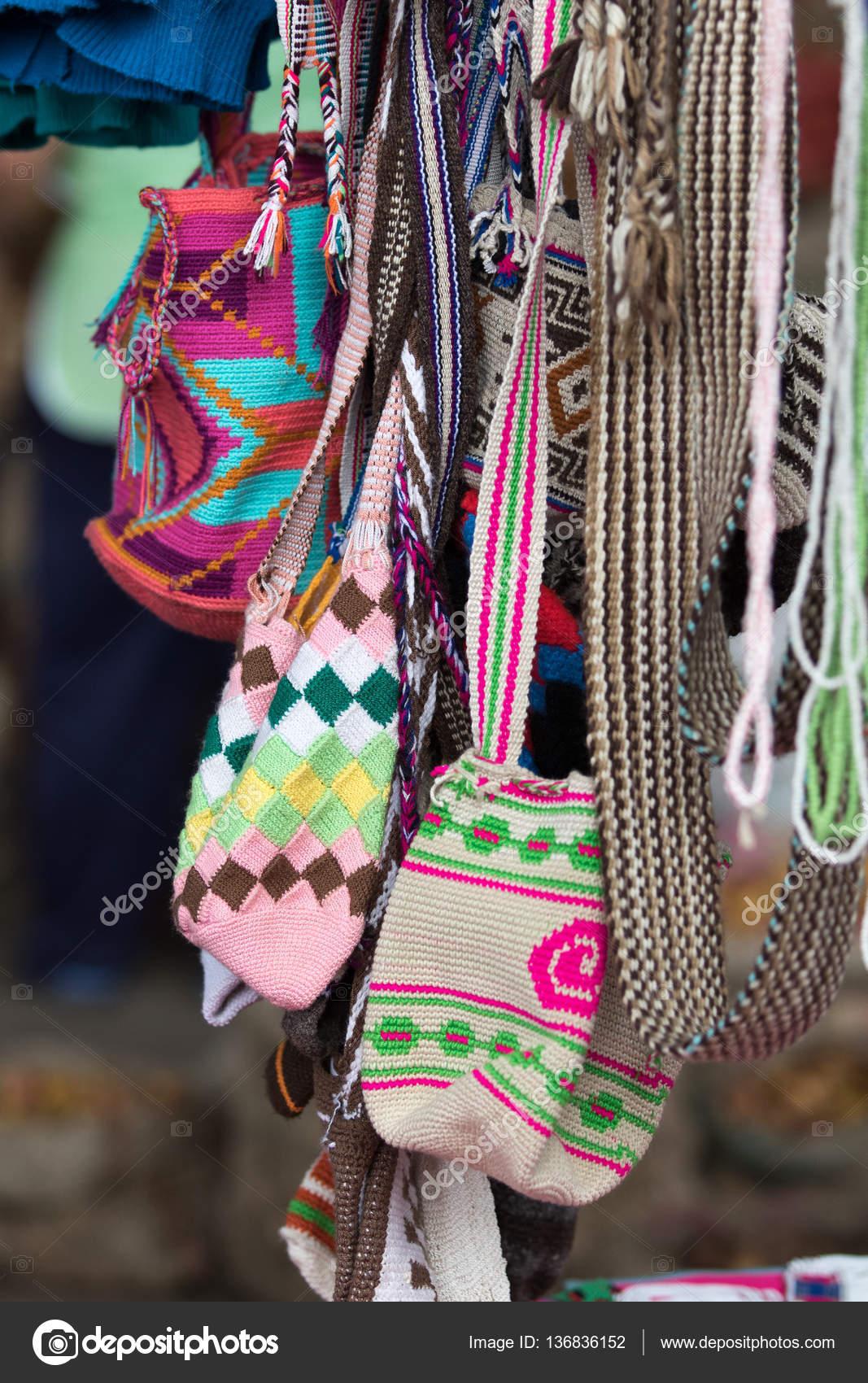 πλεκτό τσάντες ώμου στην Κολομβία — Φωτογραφία Αρχείου © Quasarphoto ... c3b344844ac