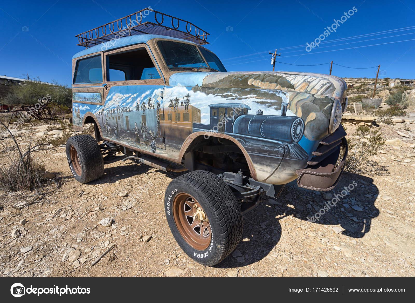 Malovany Vozidlo V Pousti V Terlingua Texas Stock Editorial Foto