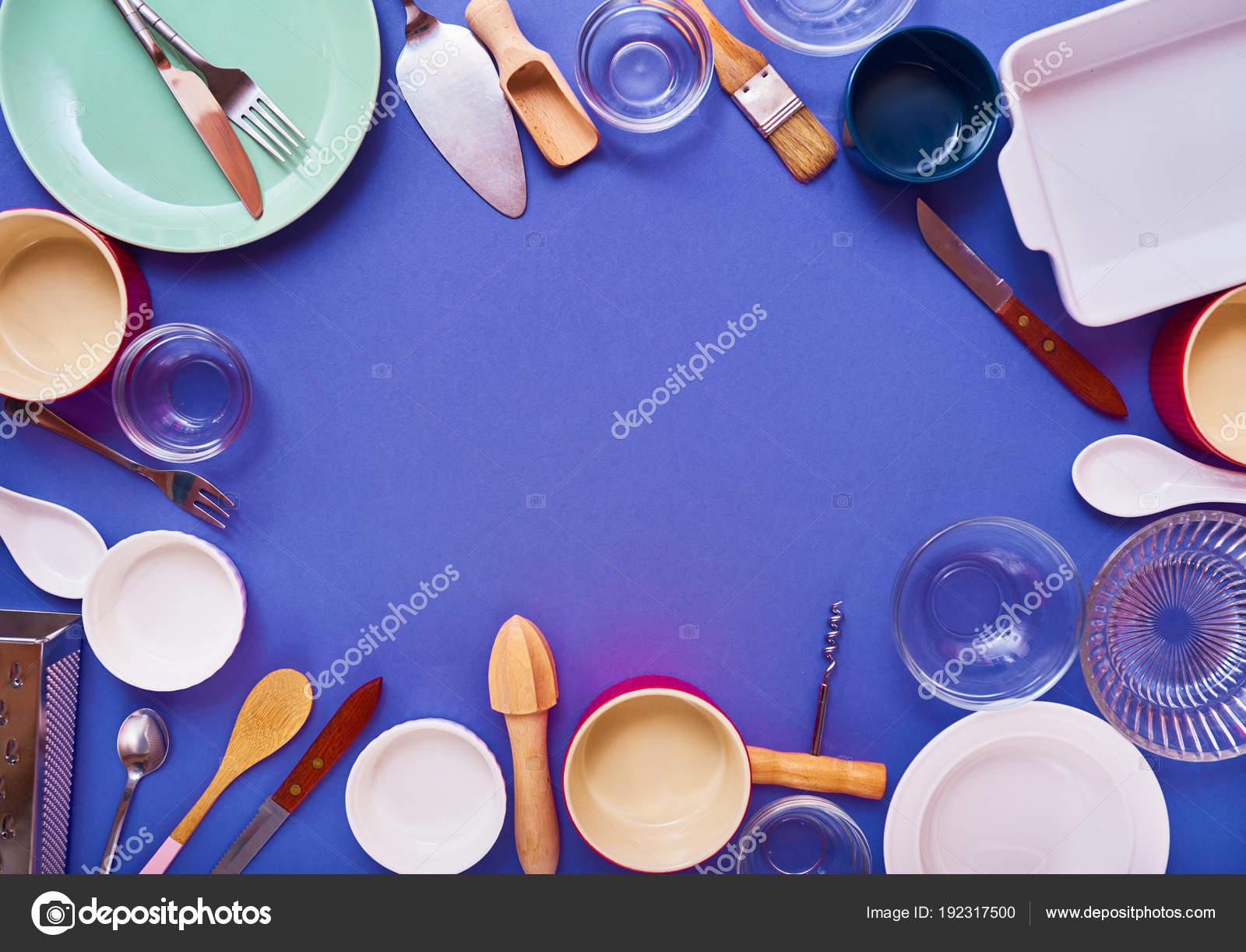Marco hecho utensilios cocina fondo claro concepto idea for Utensilios de cocina fondo
