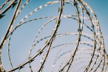 Safety fence of barbed wire