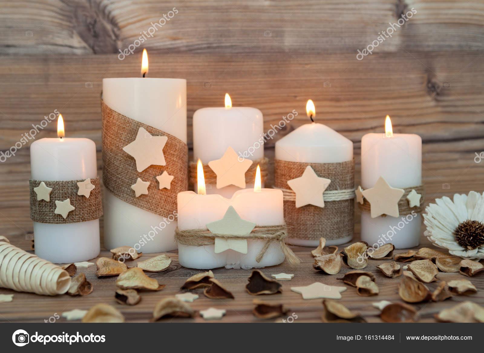 Decorare Candele Di Natale : Candele di natale come decorazione della casa u foto stock gelpi