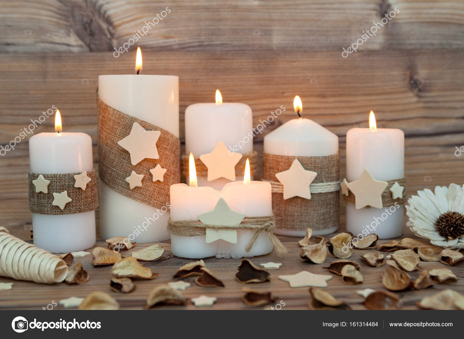Kerst kaarsen als huisdecoratie u stockfoto gelpi